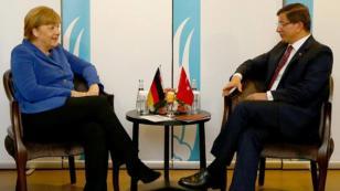 Angela Merkel, Davutoğlu ile görüştü